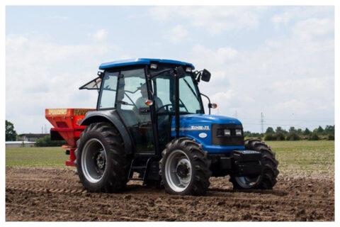 Solis 75 Traktor auf Feld