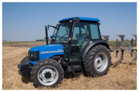 Solis 90 Traktor mit Pflug