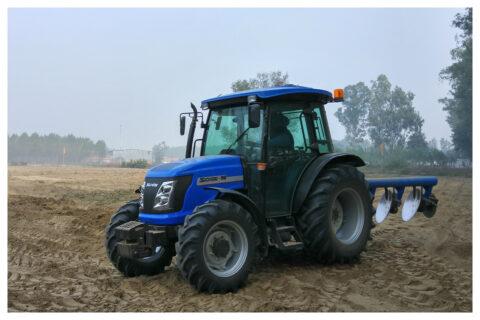 Solis 90CRDI Traktor auf Feld